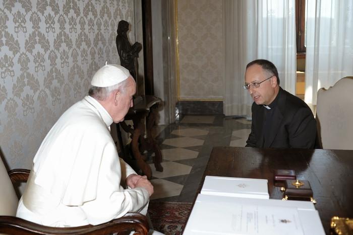 Paus Franciscus wordt geïnterviewd door Antonio Spadaro.