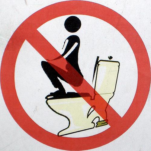 Eindelijk kan ik dit bord van mijn toiletdeur verwijderen.