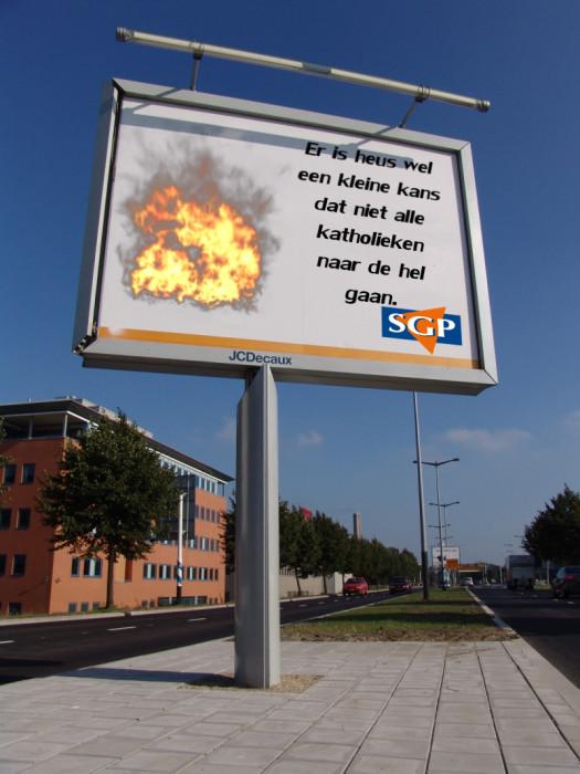 Het nieuwe reclamebord van de SGP.